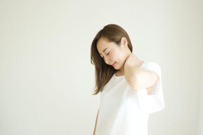 【首の後ろの痛み】の原因とストレッチ&セルフアライメント調整法をご紹介!