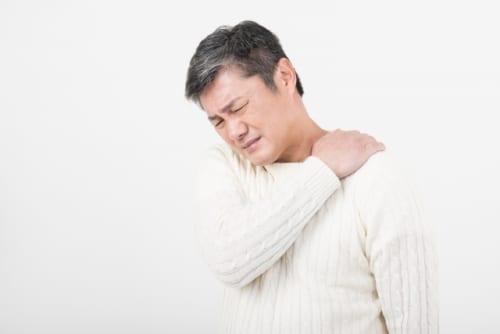突然の激痛!【五十肩】の原因と治し方をご紹介!